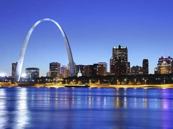 Night view of the arch in St Louis