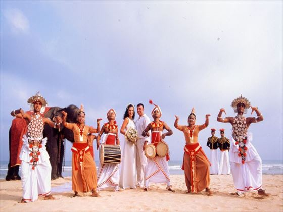 Bride, Groom & traditional Kandyan dancers & drummers