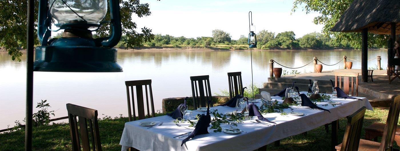 Nkwali Camp al fresco dining