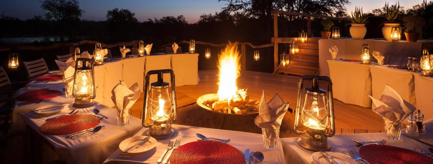 Simbambili Lodge outdoor dining
