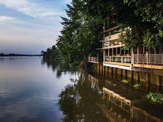 An Lam Retreats Saigon River