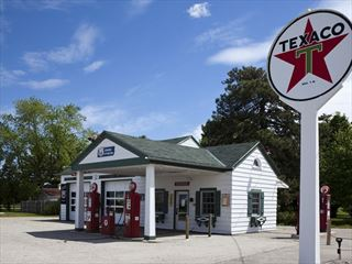 Gas station on Route 66, Illinois