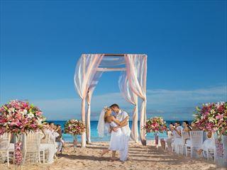 Beach weddings at Now Sapphire