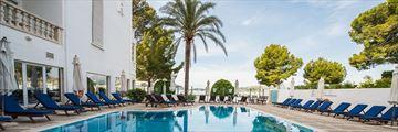 The main pool at Hotel Illa d'Or