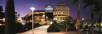 Shangri-La Hotel The Marina, Cairns, Exterior at Night