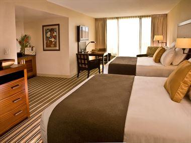 Double guestroom, Maui Coast Hotel
