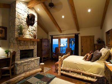 Bedroom, Wildcatter Ranch