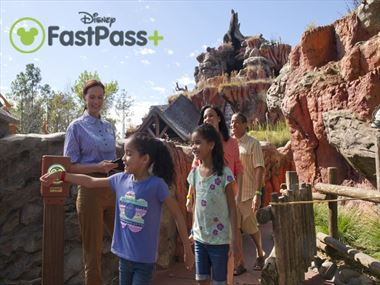fastpass kids with magicband