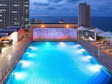 NH Capri rooftop pool