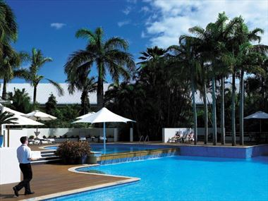 Shangri-La Cairns pool