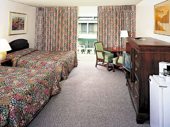 Anaheim Plaza Hotel and Suites, guestroom