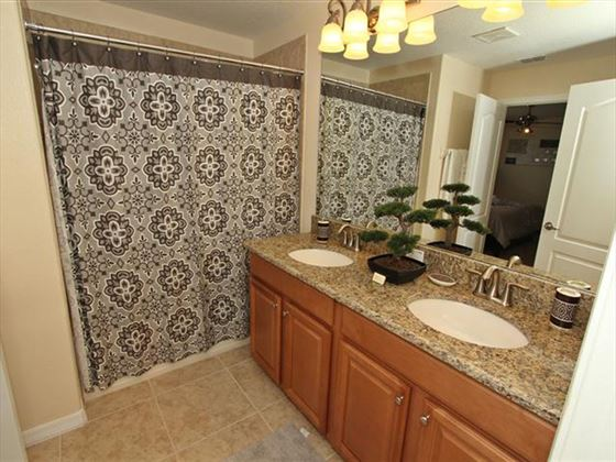 Example of a Disney Area Platinum Townhome Bathroom