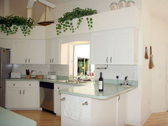 Example of a Port Charlotte Area Home - Kitchen