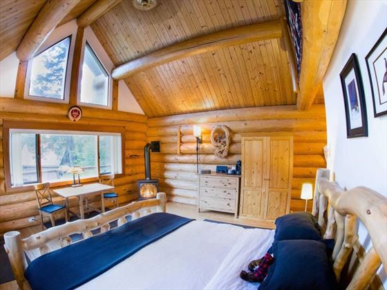 Tweedsmuir Park Lodge, Grizzly Log Chalet. Copyright Dano Pendygrasse