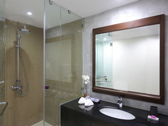 AVANI Kalutara Superior Room bathroom