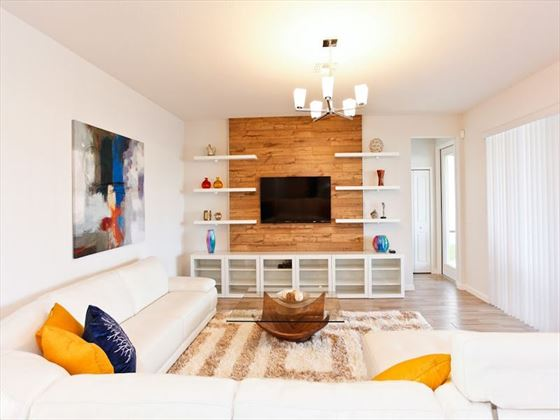 Bella Vida Resort Platinum Homes TV Area