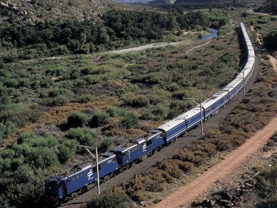 Blue-train-rail-south-africa