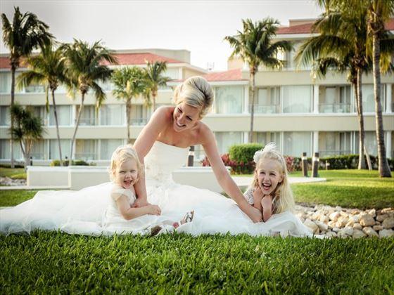 Bride and her bridesmaids at Moon Palace Resort