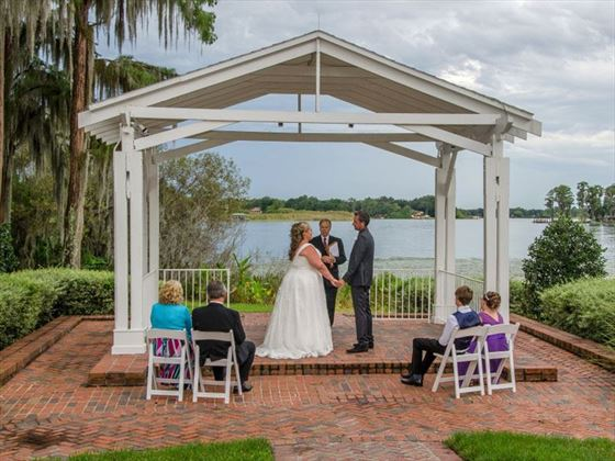 Beautiful, simple yet elegant weddings at Cypress Grobe