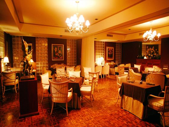 Chic restaurant at Royal by rex resorts