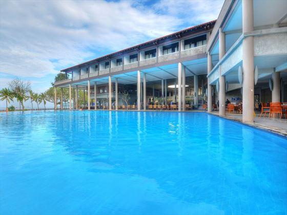 Cinnamon Bey Beruwala pool