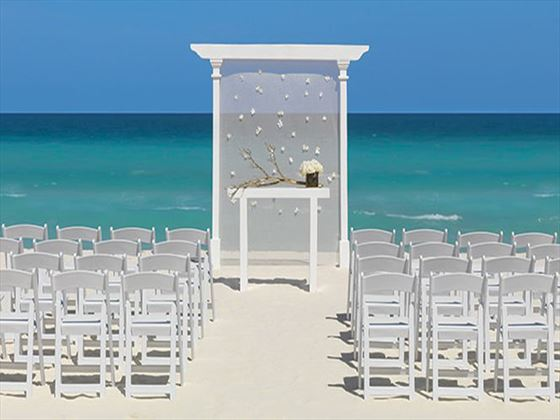 You will shine in front of this refined backdrop