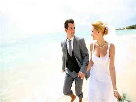 The wedding couple at Maritim Crystals Beach