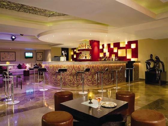 Dreams Puerto Aventuras bar area