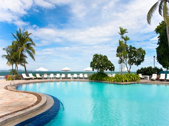Dusit Thani Pattaya swimming pool