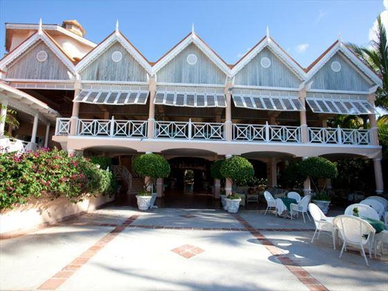 Gallery terrace at Coco Reef Resort