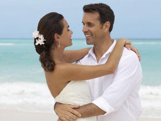 Wedding couple at Grand Pineapple