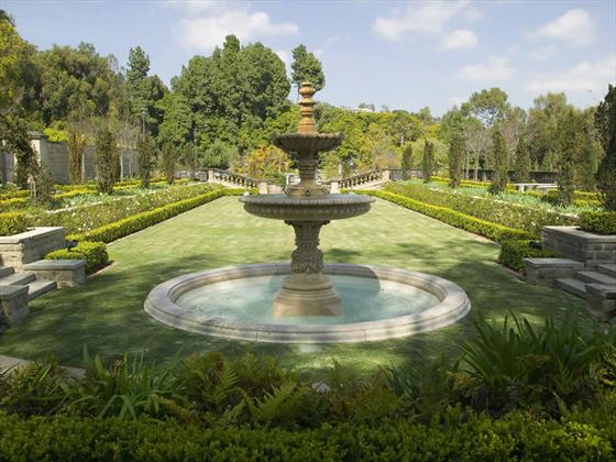Greystone Mansion and park fountain