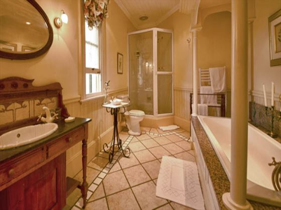 Hacklewood Hill Country House bathroom