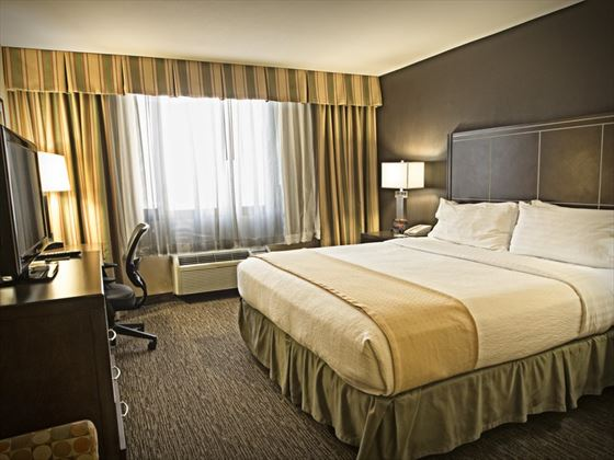 Holiday Inn Hotel & Suites Anaheim Guestroom