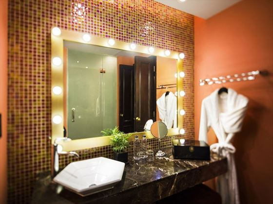 Hotel de L'Opera, Deluxe bathroom