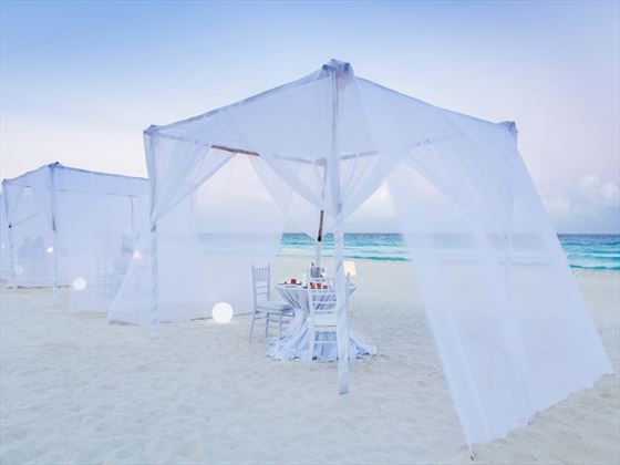 Romantic beachfront dinner for the couple