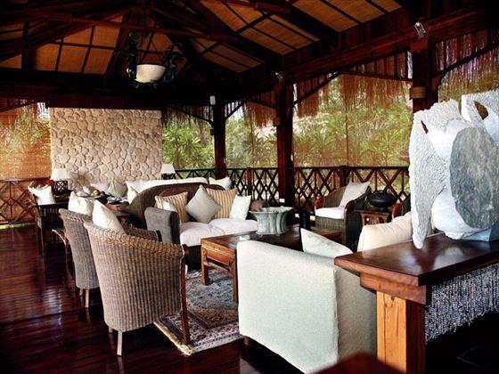 Indigo Bay Resort & Spa lounge