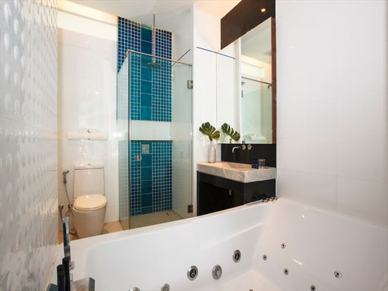 KC Beach Club and Pool Villas bathroom