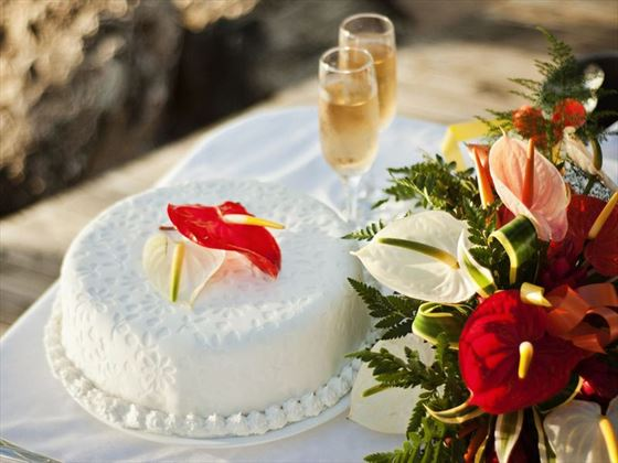 Champagne & wedding cake