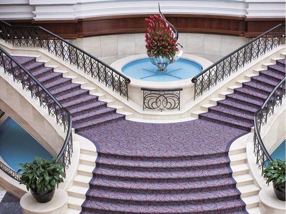 Movenpick Hotel & Apartments Bur Dubai Lobby