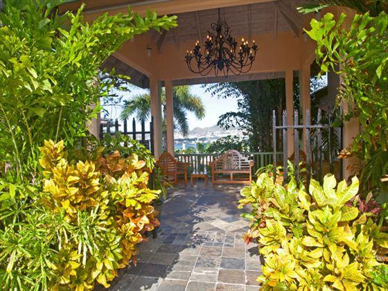 Ocean Terrace Inn courtyard