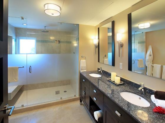 Ocean Two Resort & Residences bathroom