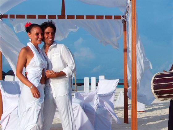 Renewing vows at Olhuveli Beach & Spa Resort