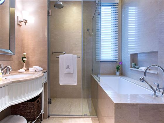 Oriental Residence Grand Deluxe bathroom