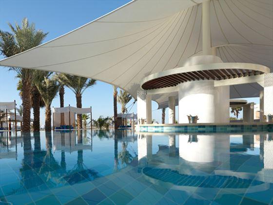 Outdoor swimming pool Ritz Carlton