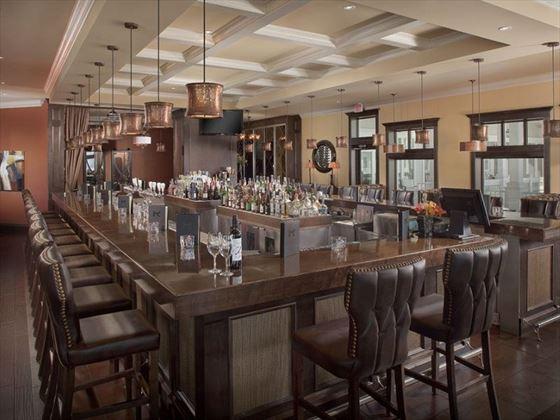 Prestige Oceanfront Resort bar