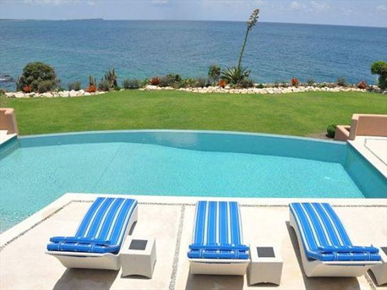 The private pool overlooking the Caribbeab