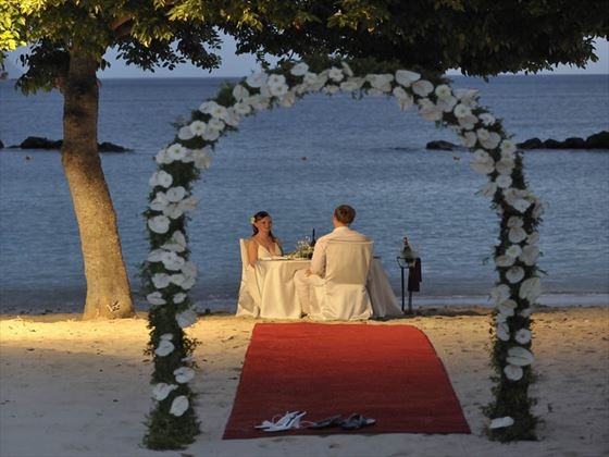 A romantic beach dinner for Bride & Groom