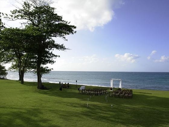 Spa Lawn is a magnificent Jamaica wedding venue with rolling verdant lawn that stretches to the sea