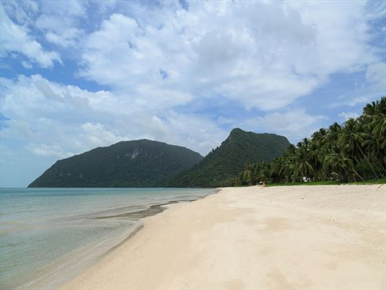 Thong Ching Beach, Khanom